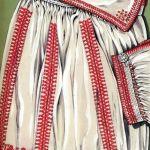 Haft łańcuszkowy na koszuli kobiecej (strój biłgorajski), rys. Turska J., Polski haft ludowy, Warszawa 1997