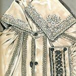 Hafty na koszuli kobiecej - krzyżykowy, płaski, stębnówkowy (strój hrubieszowsko-tomaszowski), rys. Turska J., Polski haft ludowy, Warszawa 1997